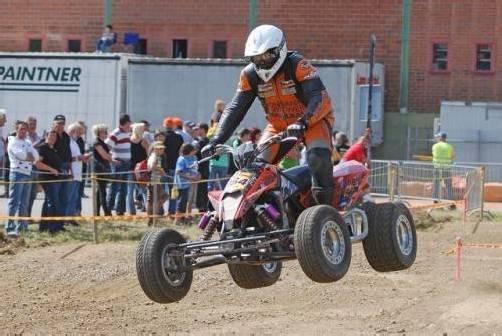 Spannende Einsätze und Zweikämpfe beim Supermoto. foto: quad-racing.at