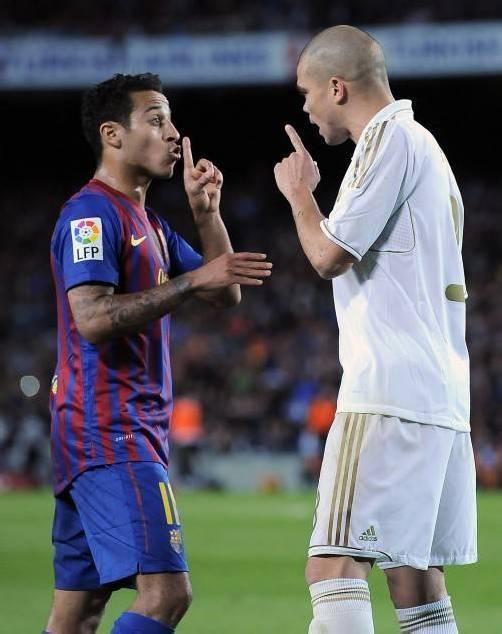 Streit vorprogrammiert: Alexis Alejandro (l.) und Reals Pepe. ap