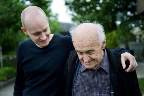 Unter der Regie von Brigitta Soraperra wird die berührende Geschichte von Arno Geigers Vater erzählt. FOTO: bergmann/geiger