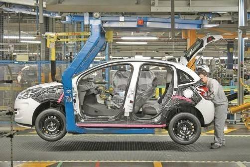 Viele Autohersteller wie Peugeot, Citroën, Renault oder Fiat leiden unter dem schleppenden Absatz in Europa. Foto: Reuters
