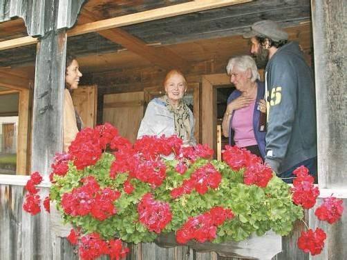 Vivienne Westwood und ihr Ehemann Andreas Kronthaler bei ihrem Aufenthalt in Schwarzenberg. Fotos: schwarzenberg tourismus