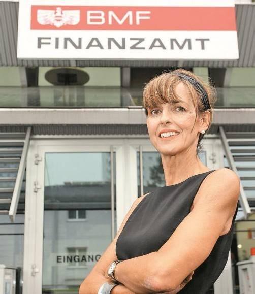 """""""Ich pflege einen sehr offenen und herzlichen Führungsstil"""": Brigitte Metzler, neue Vorständin im Finanzamt Bregenz. Foto: VN/Hofmeister"""