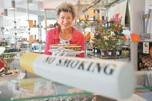 """""""No smoking"""" heißt es in der Café-Konditorei Mehringer unmissverständlich. Foto: VN/Steurer"""