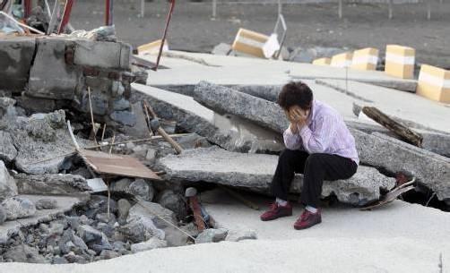 """""""Sanba"""" zog eine Spur der Verwüstung durch Südkorea. Häuser und Straßen wurden zerstört. Fotos: EPA, AP"""
