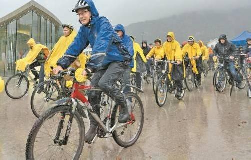 500 Radfahrer machten bei der ersten Vorarlberger Fahrradparade mit. Foto: VN/Stiplovsek