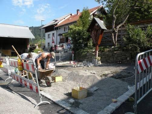 Am Wochenende soll der Dorfplatz Kehlegg fertiggestellt sein. eh