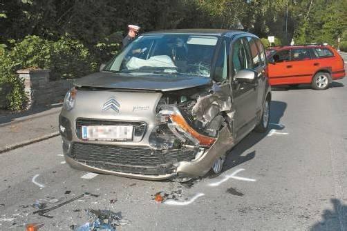 An beiden Fahrzeugen entstand erheblicher Schaden. Foto: VOL.at