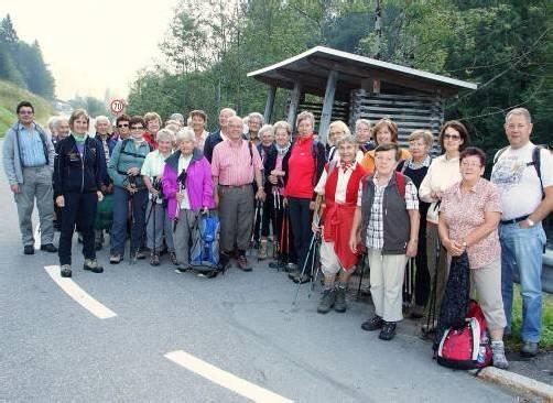 Aufbruch zu einer neuen Talerkundung bei der Senioren-Wanderwoche im Biosphärenpark. Foto: amp