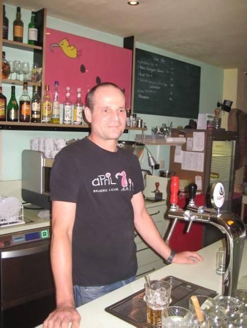 Café April: Seit zwei Jahren Nichtraucherlokal. Fotos: ckn