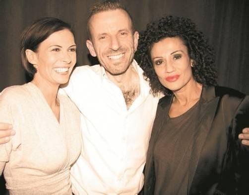 Christine Herzog (spring flower) mit Designer Lothar Daniel Bechtold und Model Jeanette Demirci.