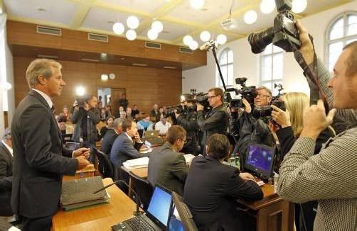 Das enorme Medieninteresse galt vor allem dem ehemaligen Kärntner ÖVP-Chef Josef Martinz (l.). Foto: APA