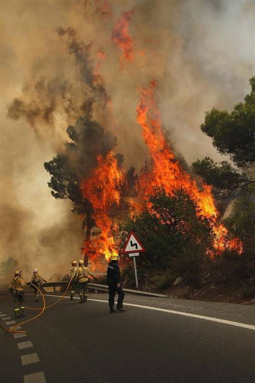 Der Brand war am Donnerstag bei Coin in den Bergen der Sierra Negra ausgebrochen. Foto: REUTERS
