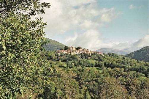 Der Ort Breno liegt auf einer Aussichtsterrasse im Malcantone. Traub