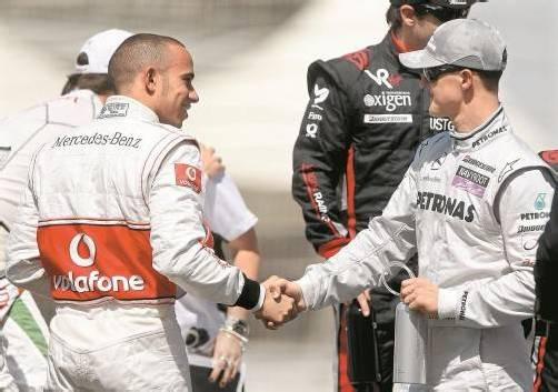 Der eine kommt zu Mercedes, der andere geht: Lewis Hamilton und Michael Schumacher. Foto: ap
