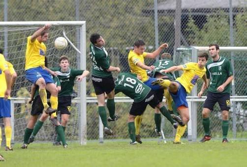 Dicke Luft herrschte in den Strafräumen beim Duell zwischen dem Dornbirner SV und dem VfB Hohenems. Foto: vn/stiplovsek