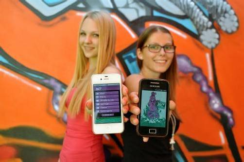 Die HAK-Schülerinnen präsentierten die App. Foto: aha