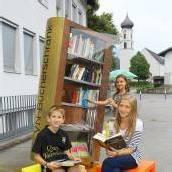 Bücherschrank mit Eigenleben