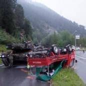 Panzer rammt Lieferwagen