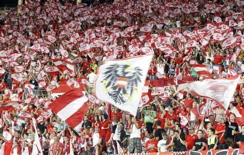 Die österreichischen Fans machten Stimmung auf den Rängen im ausverkauften Ernst-Happel-Stadion.