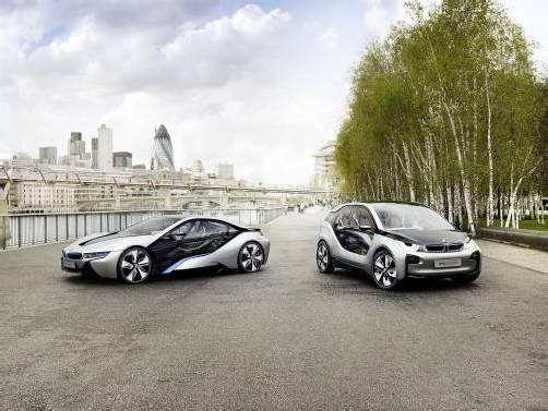 """Diese Conceptcars versprechen """"elektrisierendes"""" Fahrvergnügen: der BMW i8 Plug-in-Hybrid und der BMW i3. Fotos: Werk"""