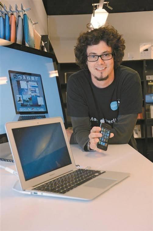 """Dominik Mähr ist von den Apple-Produkten überzeugt. """"Weil einfach alles harmoniert"""", betont er. Foto: VN/Dünser"""