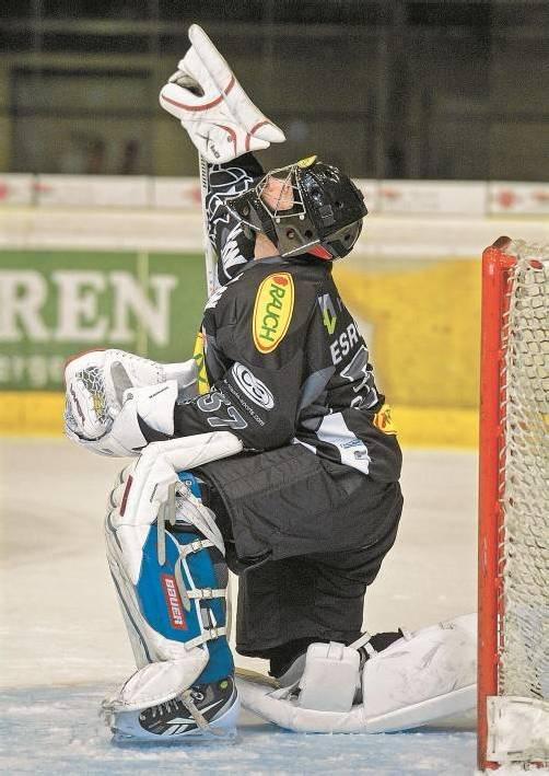 """Dornbirn-Goalie Patrick DesRochers beschwört die Eishockey-Götter – gegen die """"Teufel"""" soll es mit dem ersten Heimsieg klappen. VN/Stiplo"""