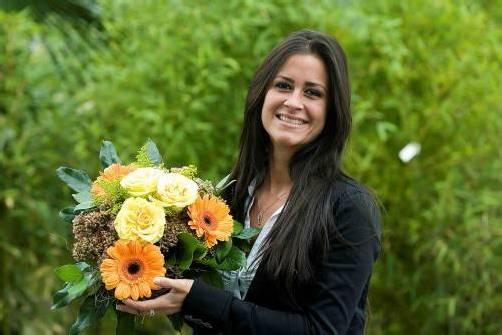Ein Blumenstrauß nach Wahl bei Hotz auswählen. Foto: VN/paulitsch