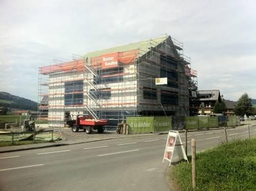 Ein markanter Bau entsteht derzeit im Ortszentrum von Andelsbuch.