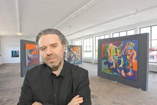 Einige der Arbeiten sind zwei mal zwei Meter groß. Insgesamt sind 54 Werke zu sehen. Fotos: VN/Hofmeister