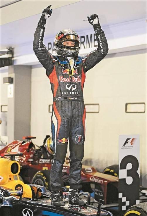 Erster Sieg für Sebastian Vettel nach fünf Monaten – den Triumph in Singapur widmete er dem verstorbenen Formel-1-Arzt Sid Watkins. Foto: apa