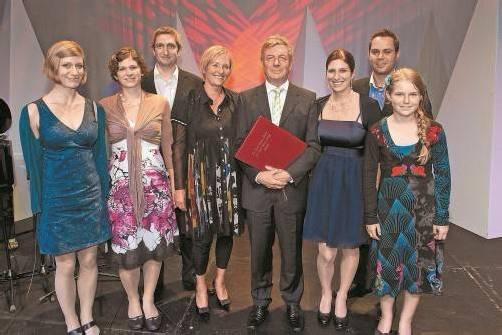 Hatten sich den festlichen Anlass in der Werkstattbühne nicht entgehen lassen: die Familienmitglieder des Russ-Preis-Trägers Gebhard Mathis.