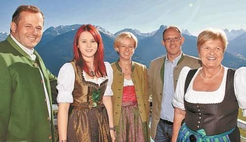 Hoteliers-Familie: Karl-Heinz Zudrell mit Nichte Magdalena, Klaudia und Andreas Zudrell sowie Seniorchefin Fini Zudrell (v. l.). FOTOS: MEZNAR
