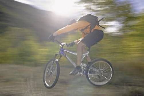Im Gebirge offenbar mit wenig Erste-Hilfe-Material im Rucksack anzutreffen: die Bergsportgruppe der Mountainbiker. Foto: KFV