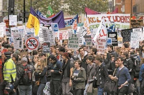 Immer wieder protestieren Studenten, wie auch im November des vergangenen Jahres, in London gegen die hohen Studiengebühren. Foto: DAPD