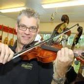 Bei Johannes Schuricht in Feldkirch hängt der Himmel voller Geigen