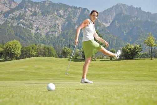 Karin Gsell darf sich bei der Golftrophy zum ersten Mal als Siegerin feiern lassen. FotoS: vn/ks