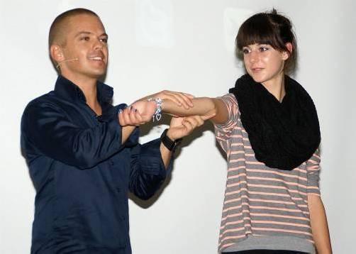 Körpersprache-Experte Stefan Verra zeigt, worauf es ankommt. Foto: HT