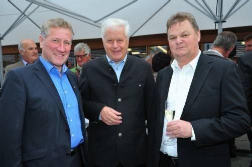 Landesrat Erich Schwärzler gratulierte Martin Moosbrugger und Geschäftsführer Erich Moosbrugger. Foto: moosbrugger Bau gmbh