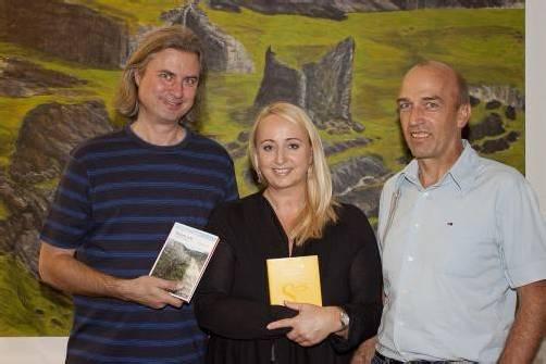 Maler, Autor und Redakteur Christian Zillner mit Eva Engel und Karl Schwärzler (v. l.).