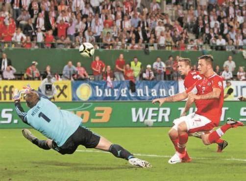 Marko Arnautovic hatte die große Chance auf das 2:2. Der ÖFB-Angreifer verfehlte allerdings den Ball aus kurzer Distanz. Foto: diener