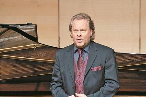 Michael Volle besitzt mit seinem wandlungsfähigen Bariton die besten Voraussetzungen für die 15 Lied-Romanzen von Brahms.