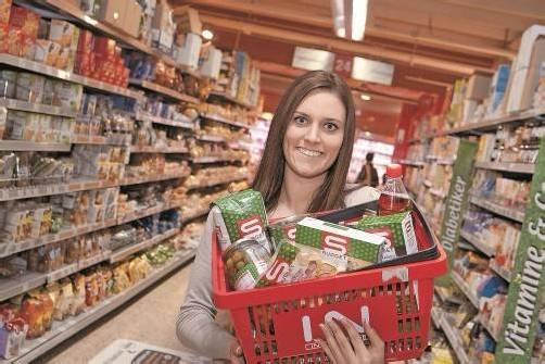 Neben regionalen Lebensmitteln sind auch preisgünstige Produkte (S-Budget) stark gefragt. Foto: vn/Paulitsch