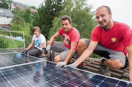 Auf Schwarzacher Schuldächer wurden PV-Anlagen installiert.