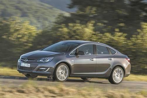 Opel erweitert die Astra-Baureihe um eine Limousinen-Version. Fotos: Werk