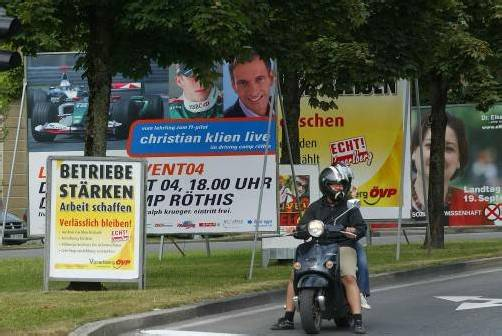 Plakatdschungel im Landtagswahlkampf 2005: Laut VP-Klubchef Frühstück soll künftig erst vier Wochen vor der Wahl plakatiert werden.