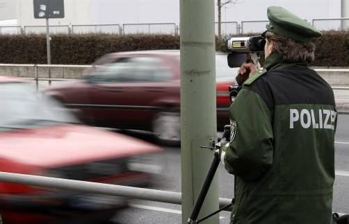 Radarkontrolle im Ausland: Nach dem Urlaub flattern die Strafzettel ins Haus. Foto: reuters