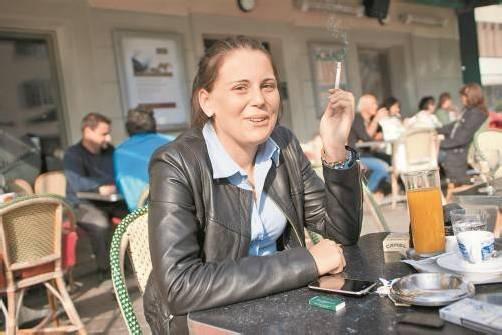 Rauchen im Freien ist kein Problem, im Lokalinneren gibt es mehr oder weniger klare Regeln. Eingehalten werden sie nicht überall. Foto: VN/Hartinger