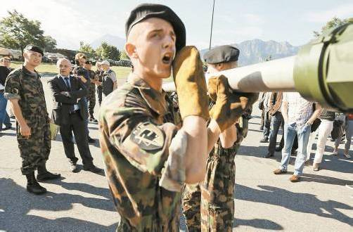 Schweizer Soldaten: Zwischen Herbst 2013 und Herbst 2014 soll es eine Volksabstimmung über die Wehrpflicht geben. Foto: Reuters