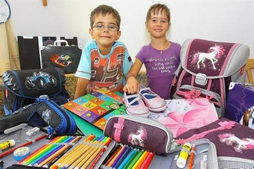 """So viele Schulsachen: """"Mama, do wirscht jetzt voll an Hunderter brucha"""", gab David beim Einkauf zu bedenken. Und er behielt recht. Fotos: VN/Hofmeister"""