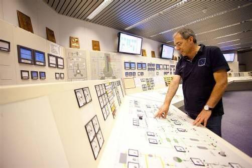Mühleberg wird 2019 abgeschaltet. Zuvor will die Betreiberfirma u. a. die Sicherheit des Wohlenseestaudamms erhöhen. Fotos: VN/Hartinger